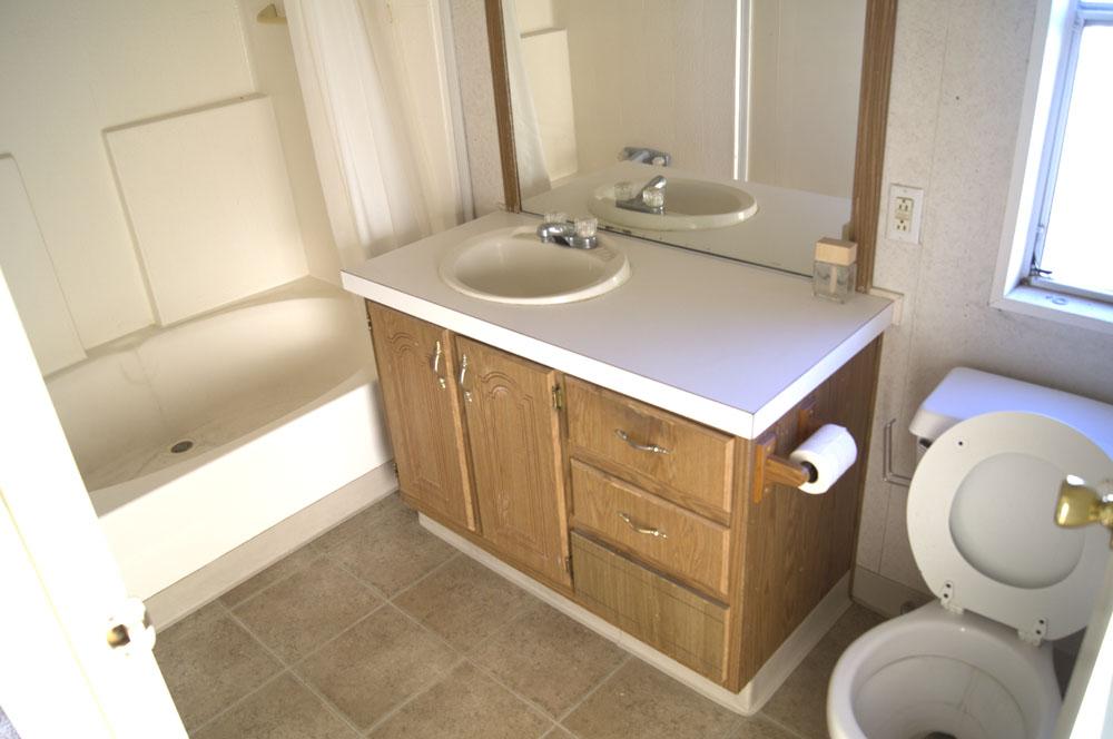 2 bedroom 2 bathroom mobile home in ridgecrest space